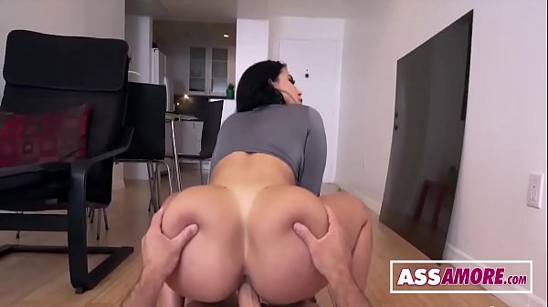 Vídeo porno com uma gostosa morena bronzeada